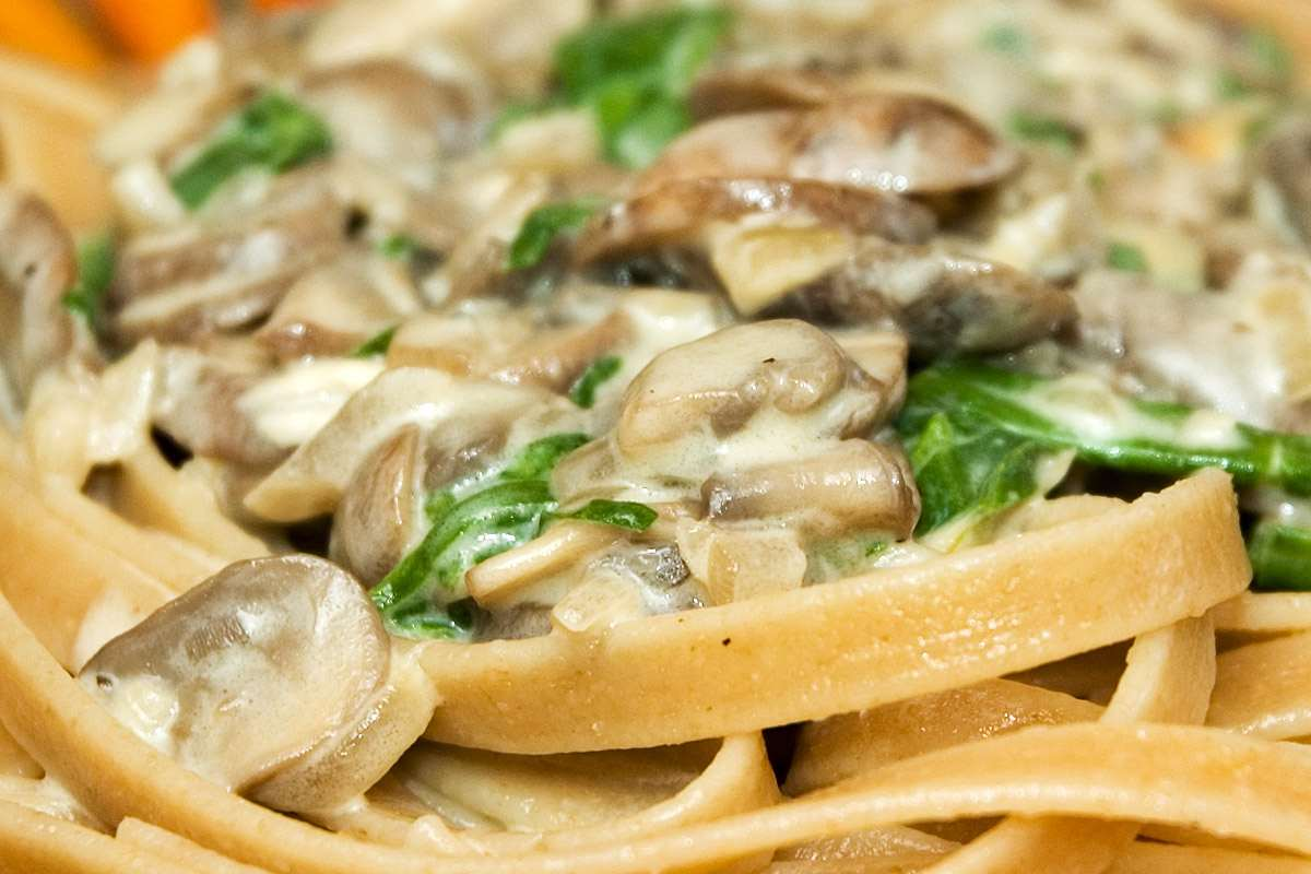 Mushroom, Cheese and Spinach Sauce on Linguine Pasta | Steffen's ...